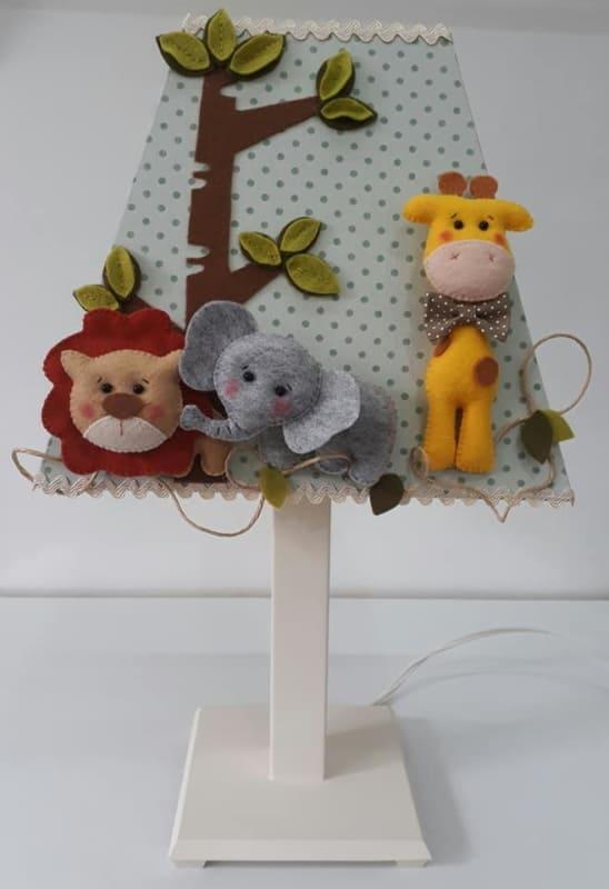 abajur safari decorado em feltro para quarto de bebe
