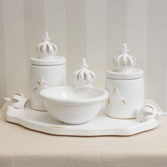kit higiene em porcelana branca com coroas