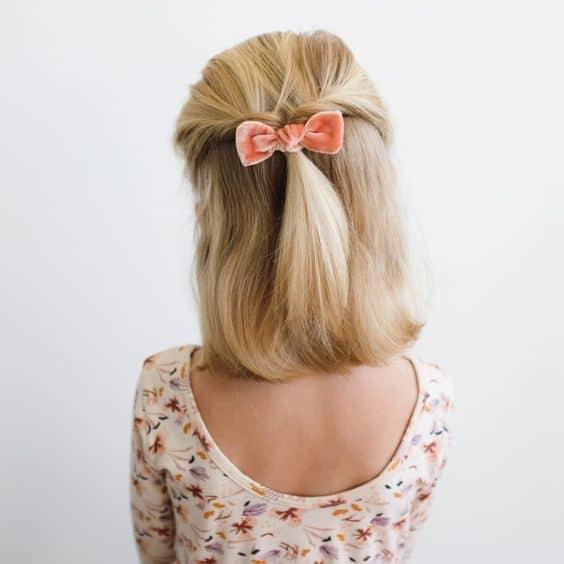 penteado infantil simples para menina com cabelo semi preso