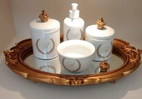 kit higiene branco personalizado em dourado