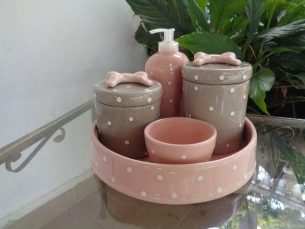 kit higiene rosa e bege para quarto de bebE