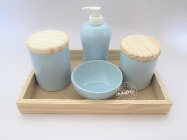 kit higiene azul claro com tampa de madeira