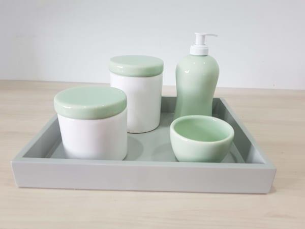kit higiene verde claro e branco