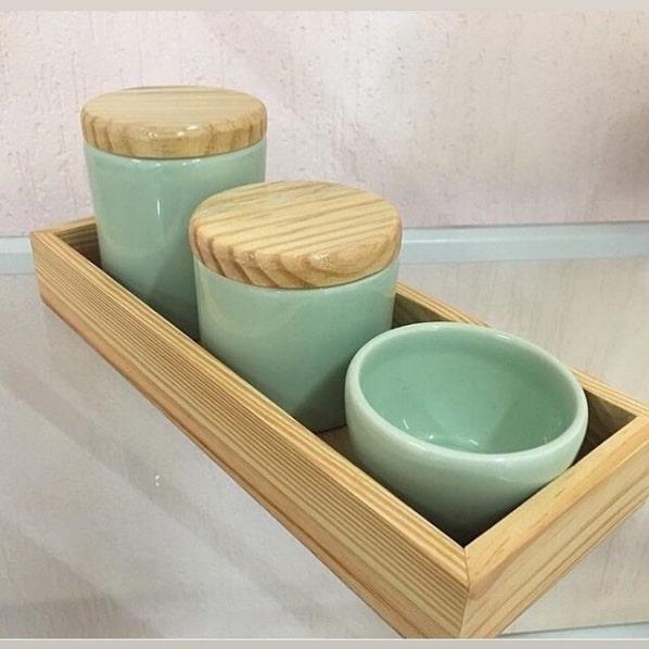 kit higiene verde de porcelana com tampa de madeira