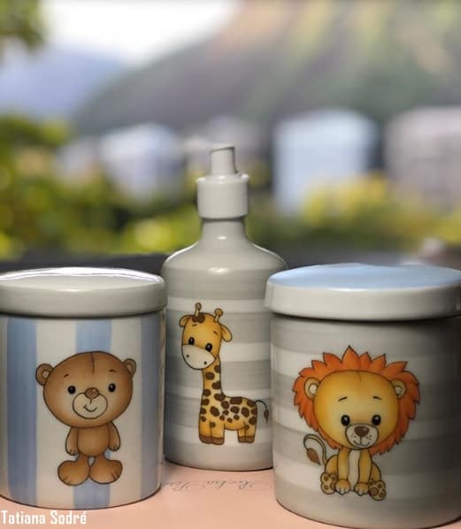 kit higiene de porcelana decorado com animais safari