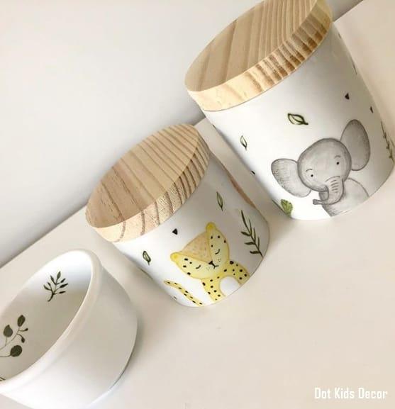 kit higiene de porcelana com tema safari e tampa de madeira