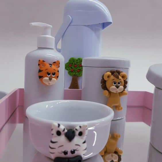 kit higiene safari em porcelana decorado com biscuit
