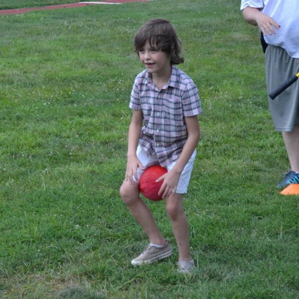 brincadeira corrida com bola