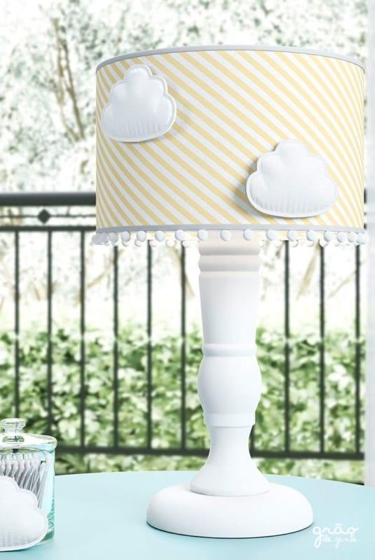abajur amarelo para decorar quarto de bebe