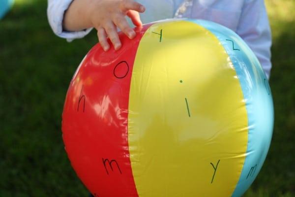 brincadeira palavra cruzada com bola