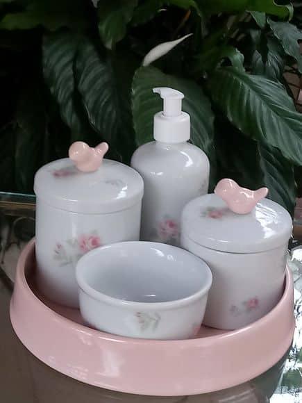 kit higiene em porcelana pintado com tema floral
