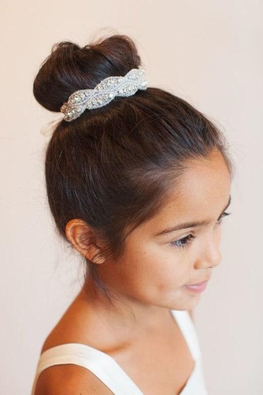 penteado infantil com coque para casamento