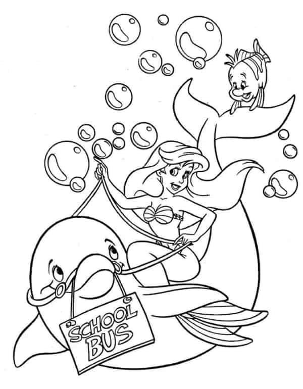 A Pequena Sereia no golfinho com a placa onibus da escola